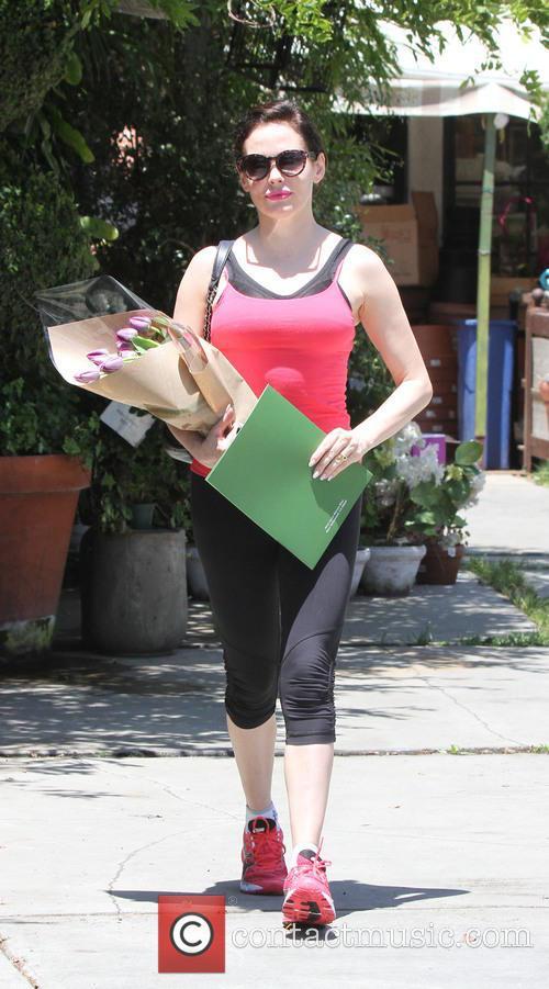 Rose McGowan seen buying a bouquet of flowers