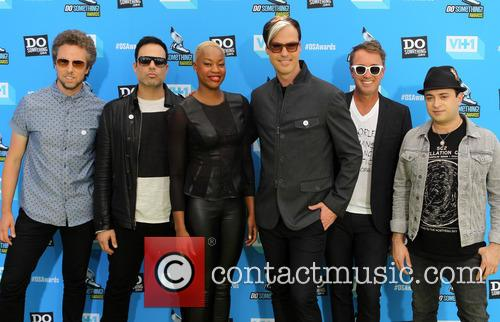 James King, Jeremy Ruzumna, John Wicks, Noelle Scaggs, Michael Fitzpatrick, Joseph Karnes and The Tantrums