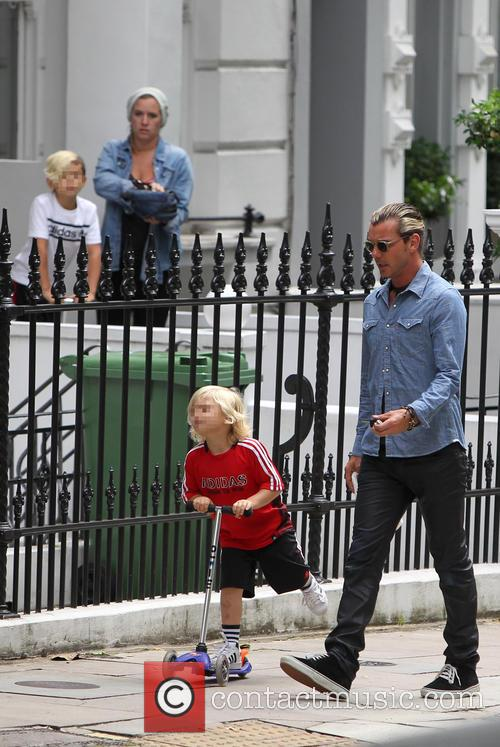 Gavin Rossdale takes a walk with his son
