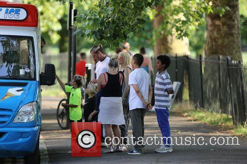 Gwen Stefani, Gavin Rossdale, Kingston and Zuma 1