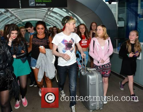 Jedward gets mobbed by female fans as they...