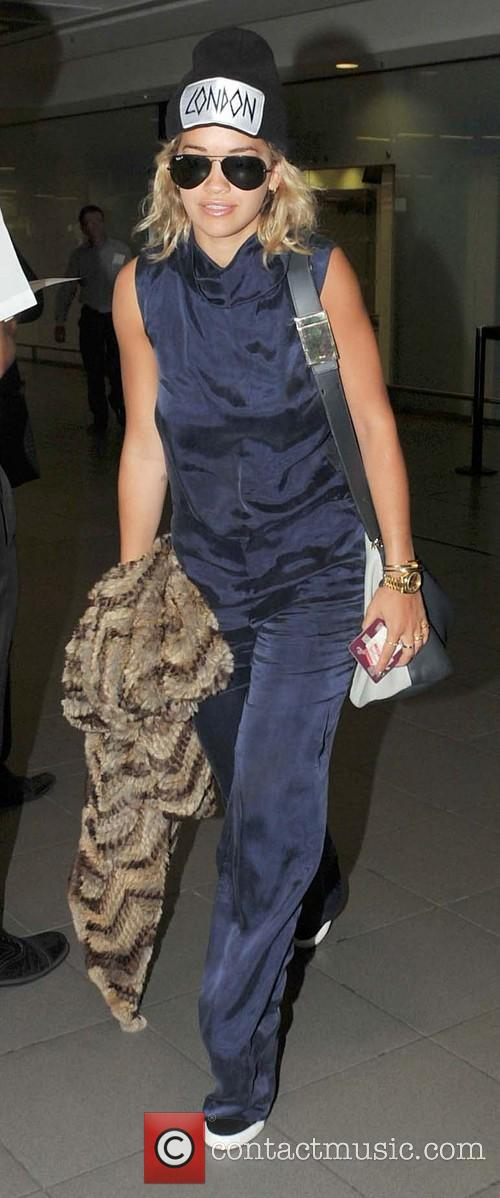 rita ora celebrities arriving at dublin airport 3795727