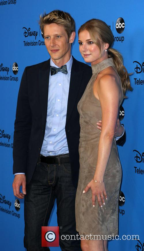Gabriel Mann and Emily Vancamp 2