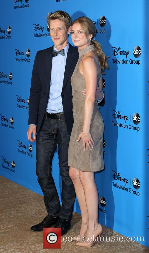 Gabriel Mann and Emily Vancamp 8