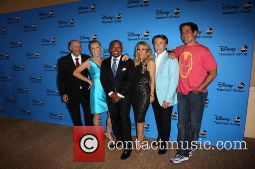 Kevin O'leary, Barbara Corcoran, Daymond John, Lori Greiner, Robert Herjavec and Mark Cuban 2