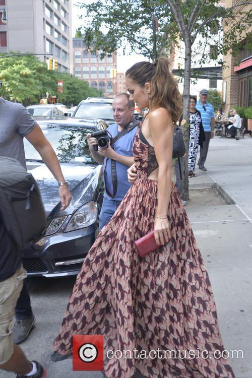 Minka Kelly Leaves Her Hotel