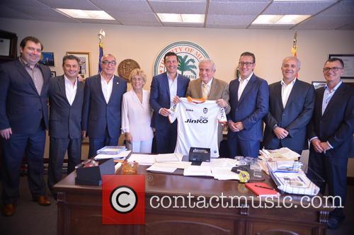 Mayor Tomas Regalado Receives Valencia CF