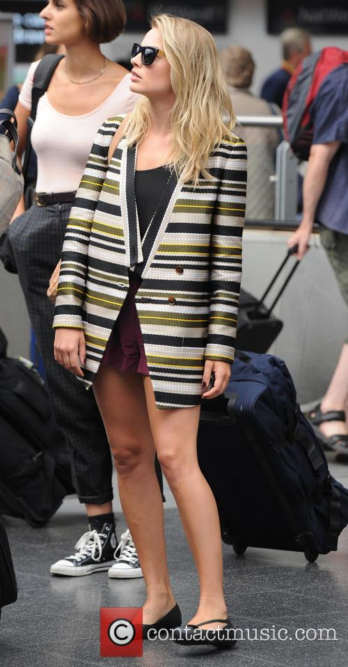 Margot Robbie arrives at Manchester Piccadilly station