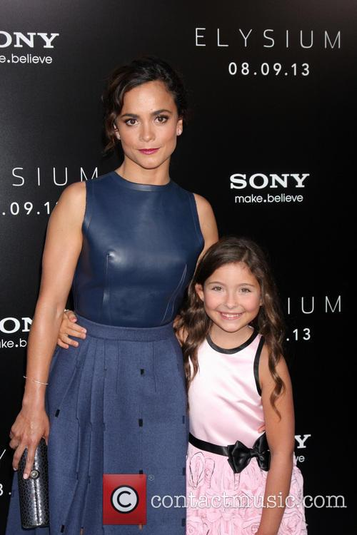 Alice Braga and Emma Tremblay 3