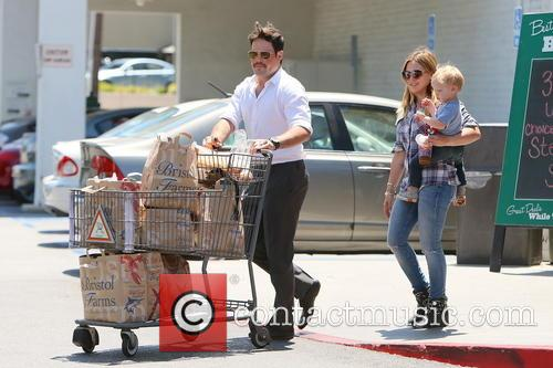 Hilary Duff, Mike Comrie and Luca Duff 4