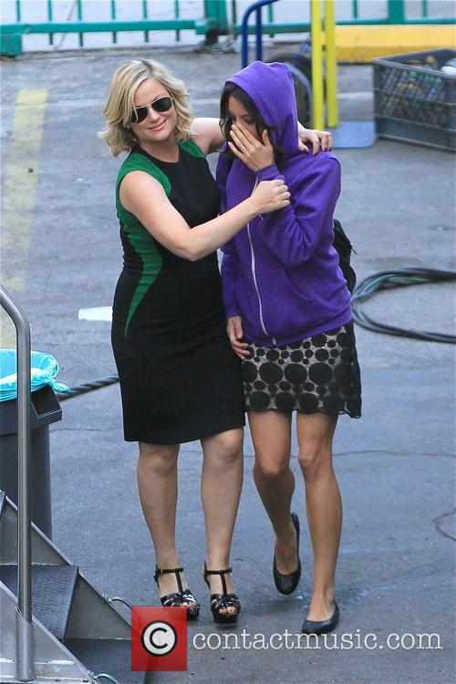 amy poehler was pictured at the movie set...