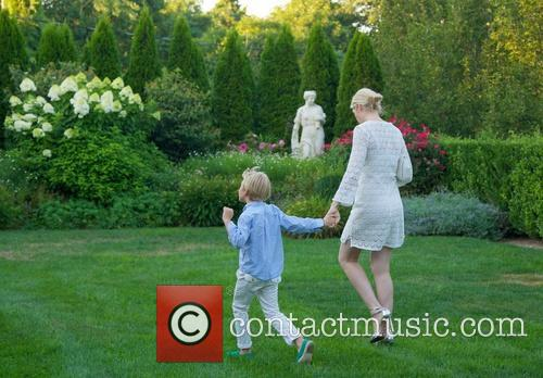 Kelly Rutherford and Hermes Gustaf Daniel Giersch 11