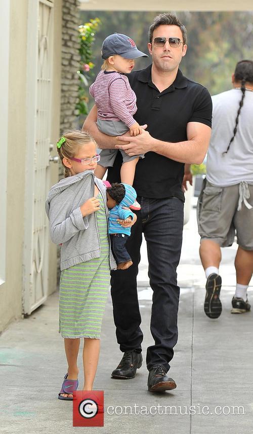 Ben Affleck, Samuel Affleck and Violet Affleck 4
