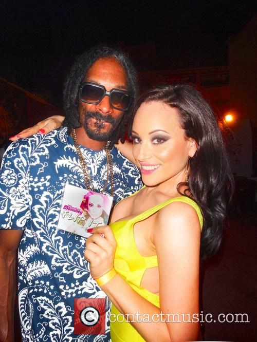 Charlotte Devaney, Snoop Lion and Snoop Dogg 3
