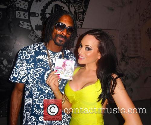 Charlotte Devaney, Snoop Lion and Snoop Dogg 5