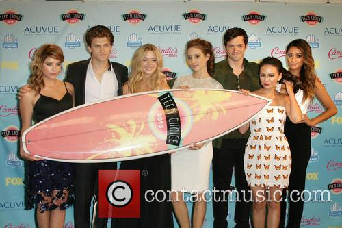 Ashley Benson, Keegan Allen, Sasha Pieterse, Troian Bellisario, Ian Harding, Janel Parrish and Shay Mitchell Cast Of