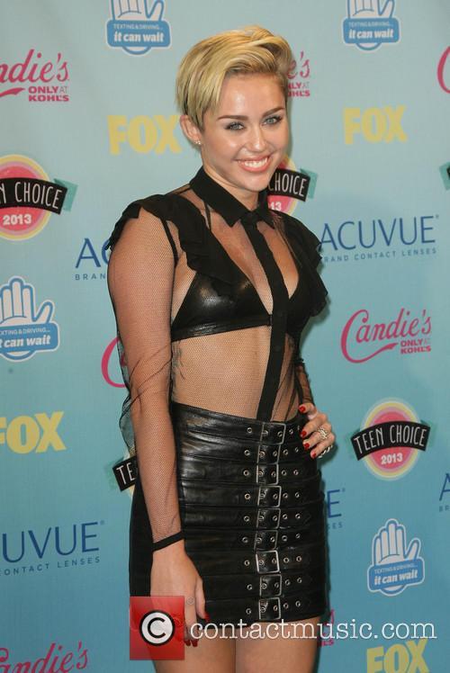 Miley Cyrus, Gibson Amphitheatre