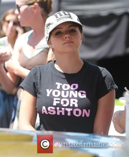 Ariel Winter at the Farmers Market with Sister...