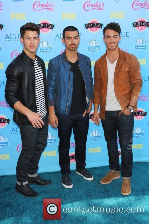 Nick Jonas, Joe Jonas and Kevin Jonas 3