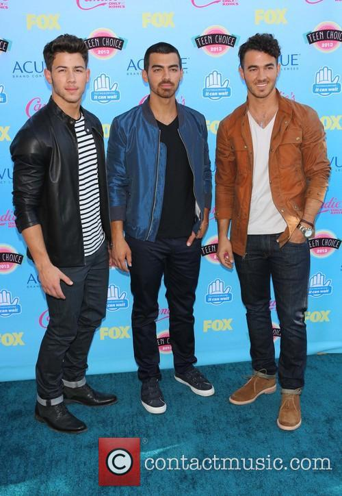 Nick Jonas, Joe Jonas and Kevin Jonas 4