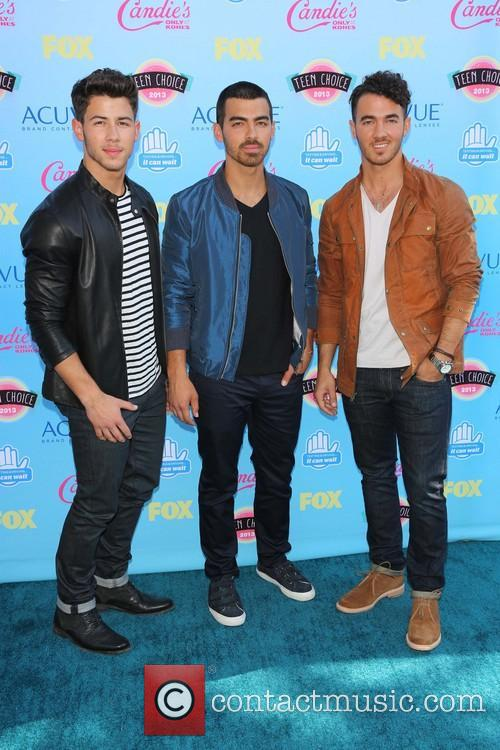 Nick Jonas, Joe Jonas and Kevin Jonas 5