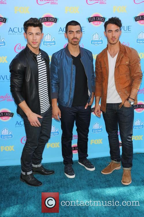 Nick Jonas, Joe Jonas and Kevin Jonas 7