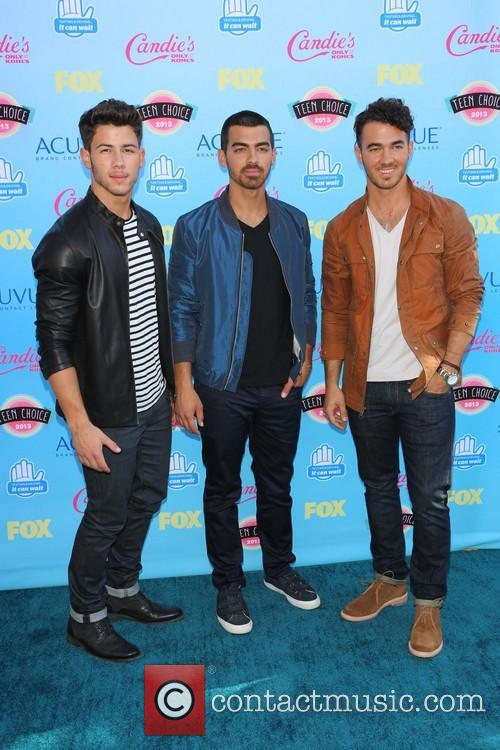 Nick Jonas, Joe Jonas and Kevin Jonas 9