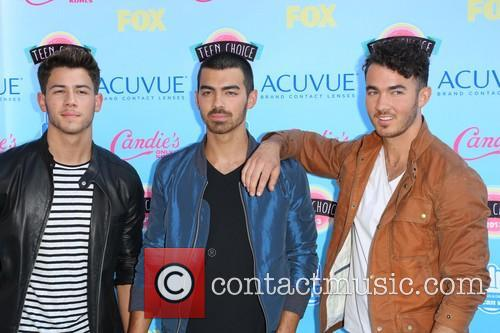 Nick Jonas, Joe Jonas and Kevin Jonas 11