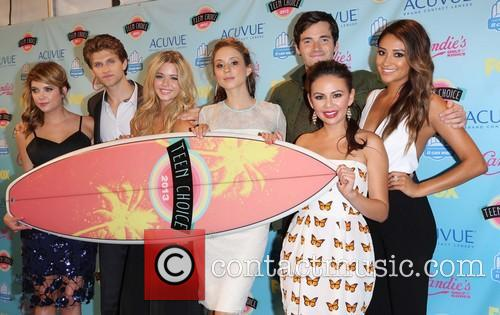 Ashley Benson, Keegan Allen, Sasha Pieterse, Troian Bellisario, Ian Harding, Janel Parrish and Shay Mitchell 9