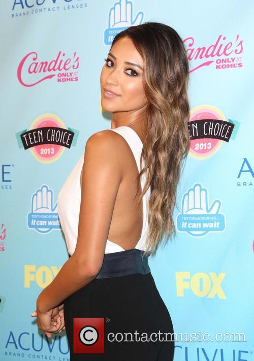Shay Mitchell, the Gibson Amphitheater