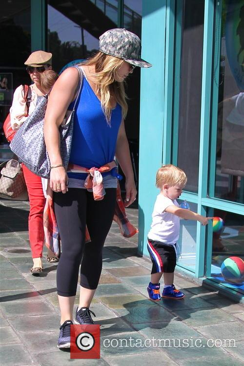 Hilary Duff and Lucas Comrie 15