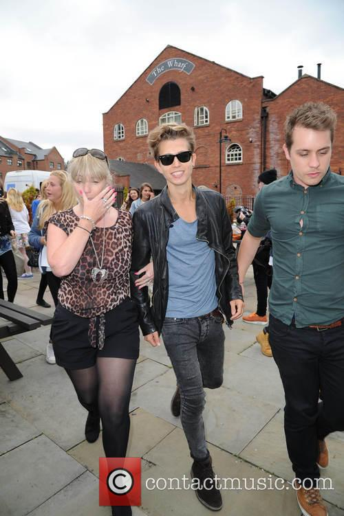 the vamps the vamps are mobbed by 3815334