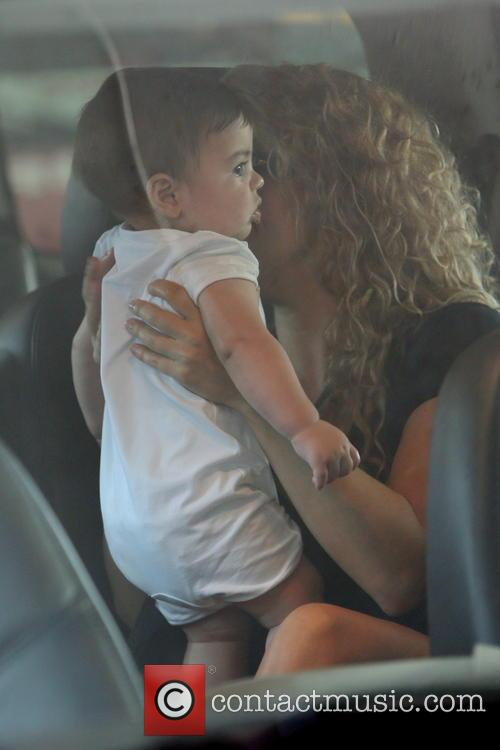 shakira milan pique mebarak shakira is seen arriving 3818420