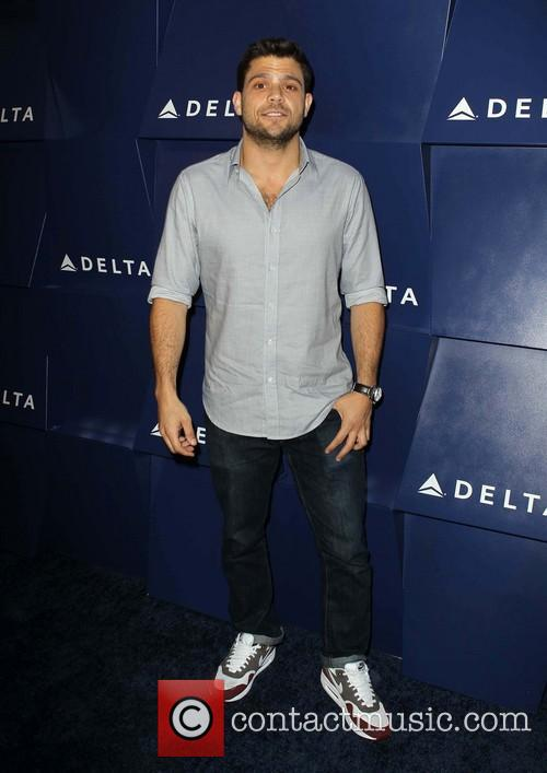 jerry ferrara delta air lines hosts summer 3819099