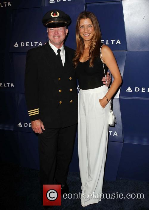 Kate Walsh and Delta Pilot 7
