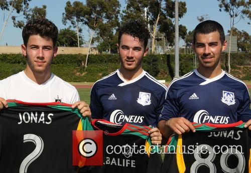 Nick Jonas, Kevin Jonas and Joe Jonas 2