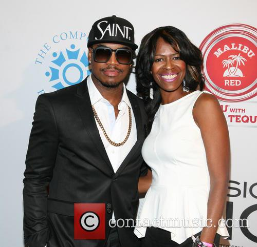 Ne-yo and Mother Loraine Smith 5