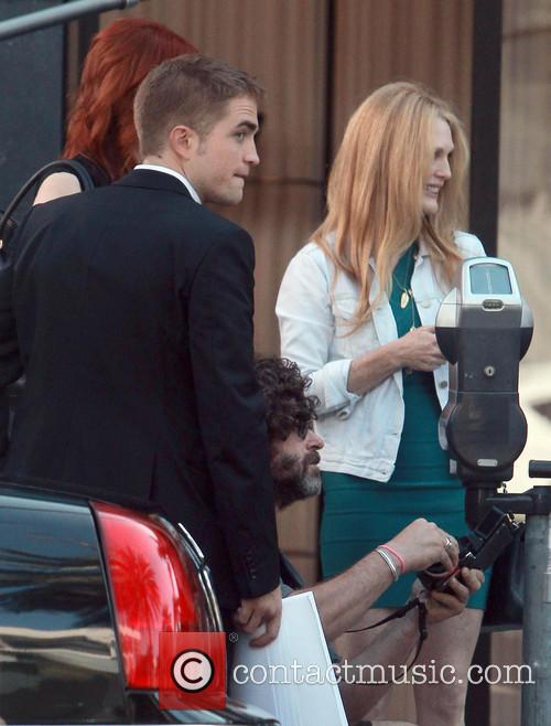 Robert Pattinson and Julianne Moore 6