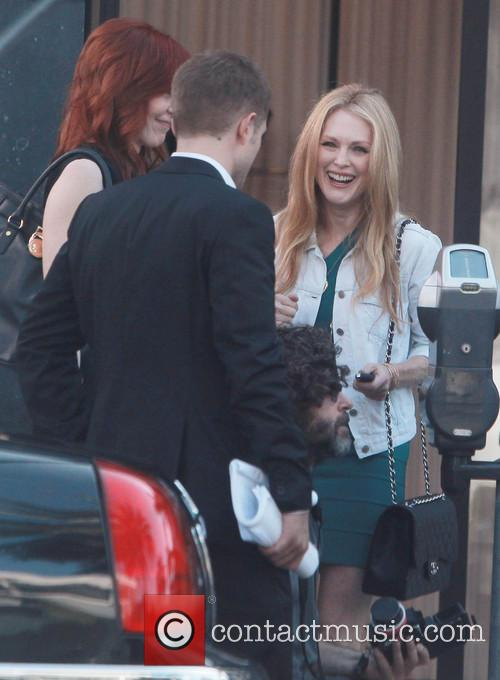 Robert Pattinson and Julianne Moore 1