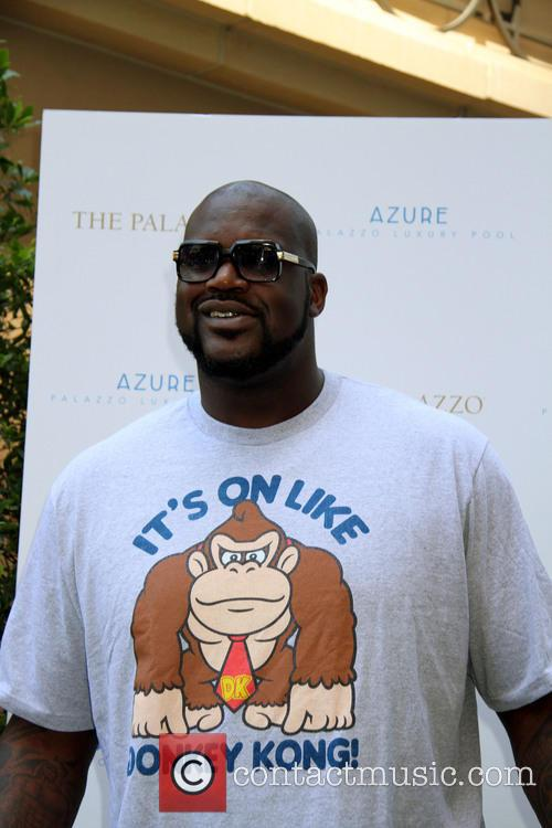 shaquille o'neal shaquille oneal hosts azure pool 3822445