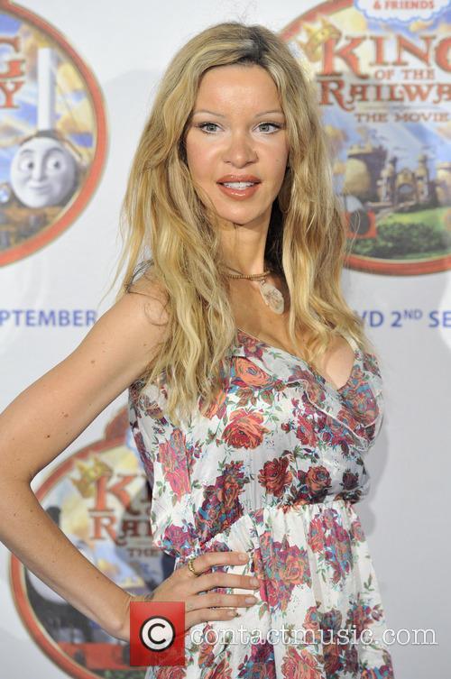 Alicia Douvall 6