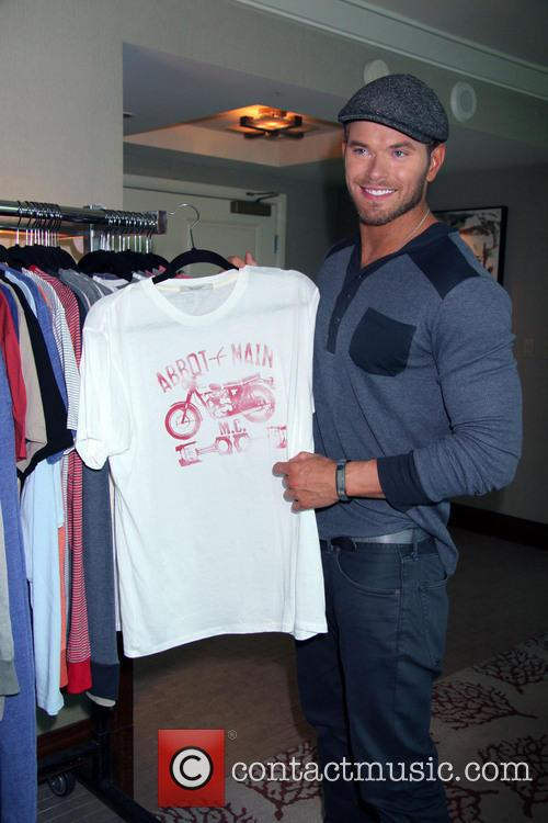 kellan lutz kellan lutz at magic convention 3823512