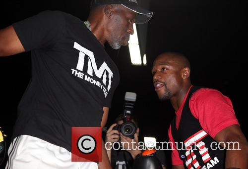 floyd mayweather celebrity appearances at magic market 3823965