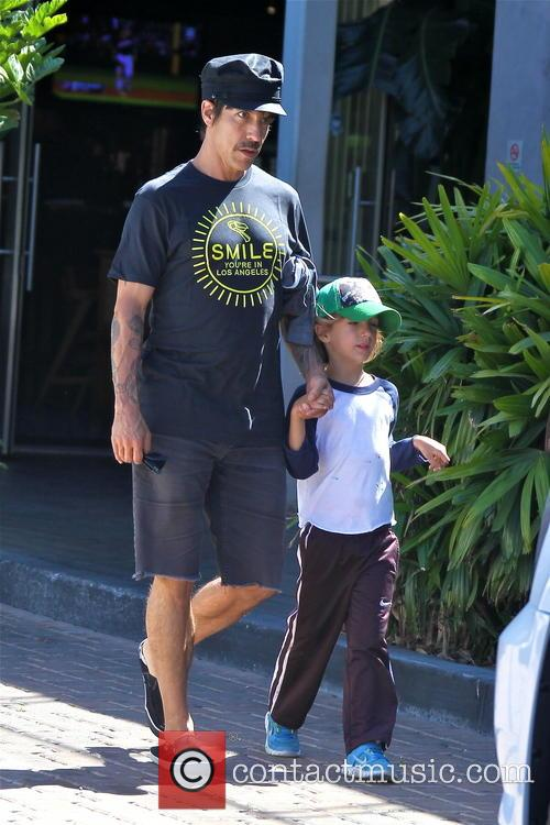 Anthony Kiedis and Everly Bear 3