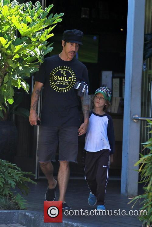 Anthony Kiedis and Everly Bear 4