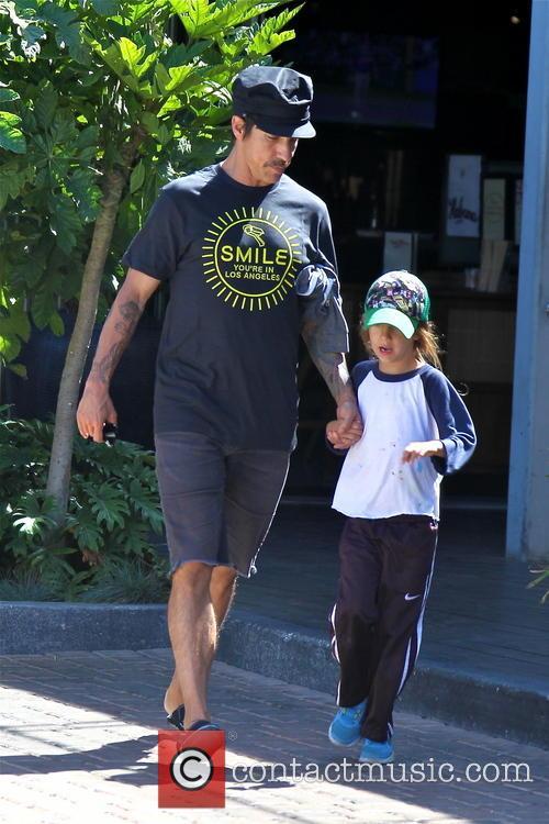 Anthony Kiedis and Everly Bear 5