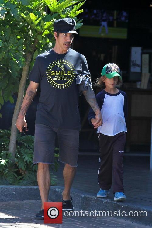 Anthony Kiedis and Everly Bear 8