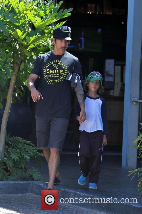 Anthony Kiedis and Everly Bear 9