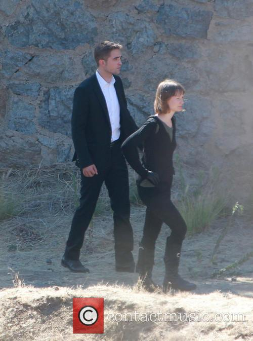 Robert Pattinson and Mia Wasikowska filming