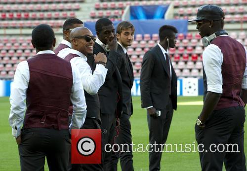 Nigel Dejong and Mario Balotelli 4